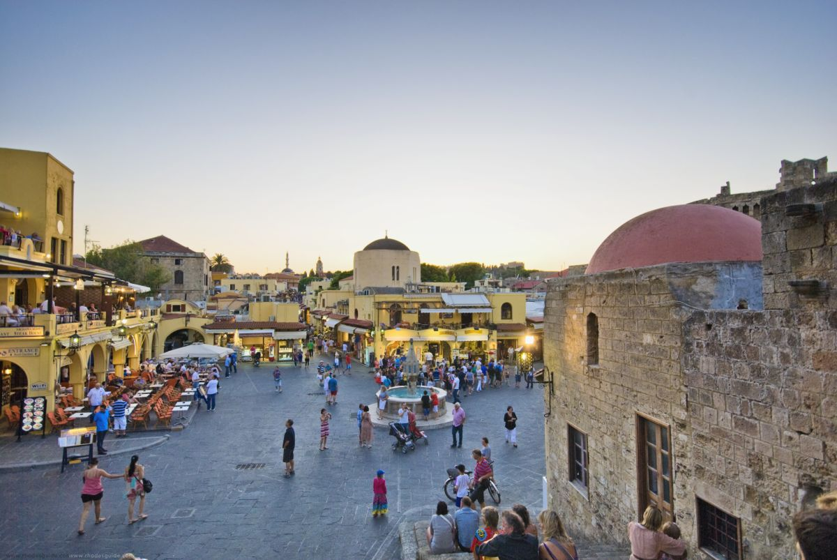 Rhodes Old Medieval Town © Rhodes Guide / RhodesGuide.com