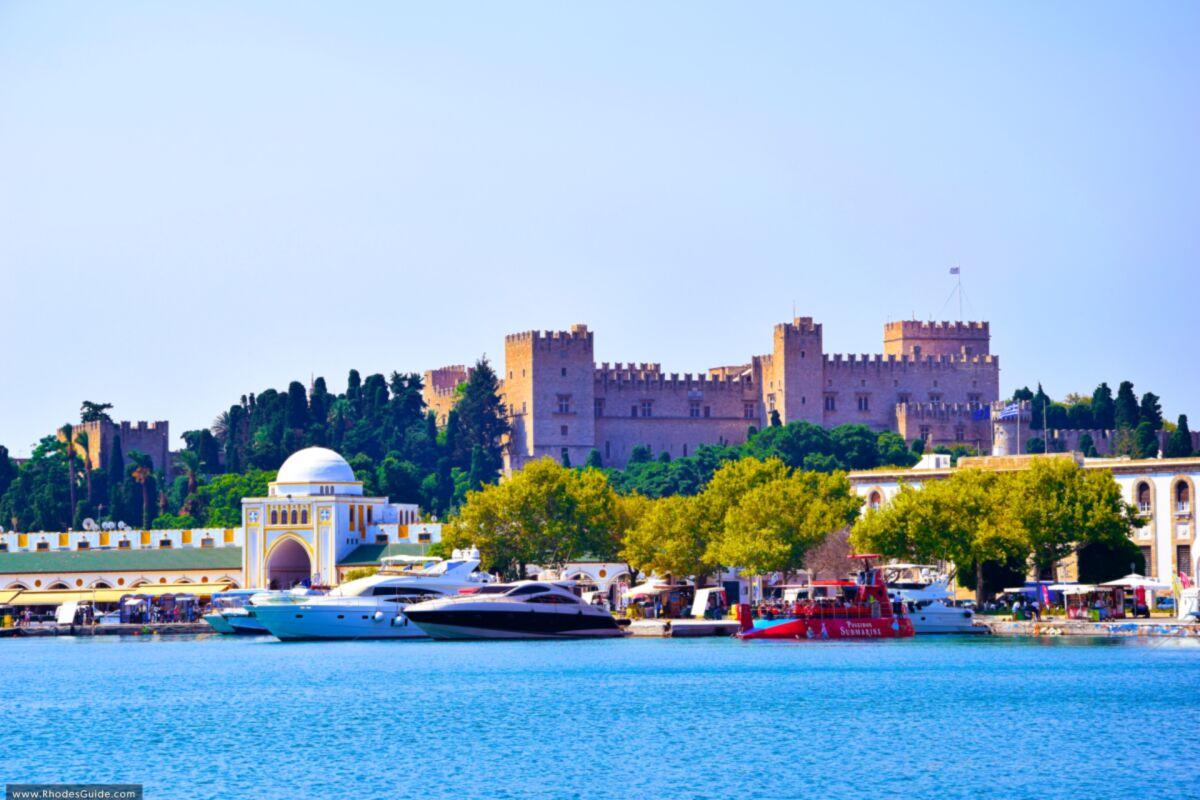 Rhodes Town: a city where past meets present! © Rhodes Guide / RhodesGuide.com